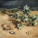 Olieverf van Ina Hooft, voorstellende een stilleven van uitgebloeide distels en schelpen.